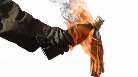 Molotov-koktéllal kedveskedett haragosának