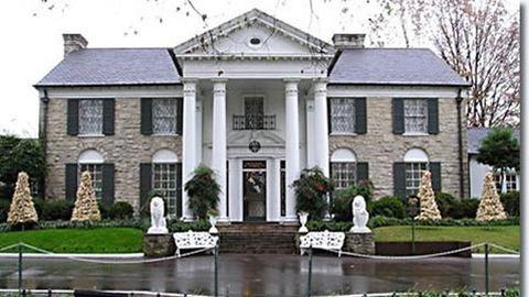Leégett Elvis Presley palotája