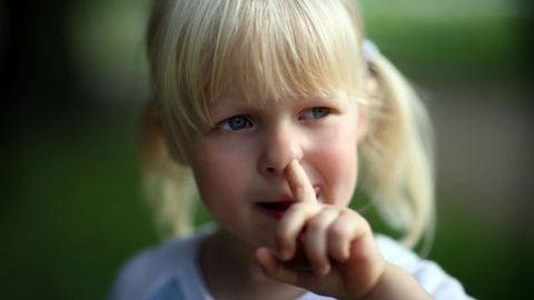 Az orrukat túró gyerekek egészségesebbek egy kutatás szerint