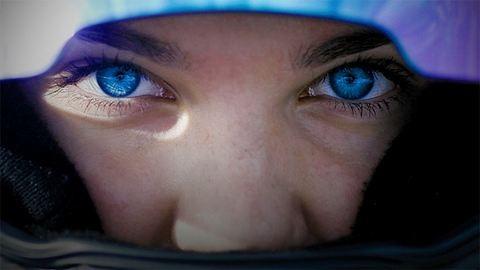 """""""Schumacher fia gratulált először"""" – ismerd meg Keszthelyi Vivient, aki 16 éves és autóversenyző"""