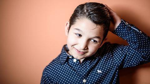 Egy nyolcéves kisfiú, aki elbűvölte a hangjával az internet népét