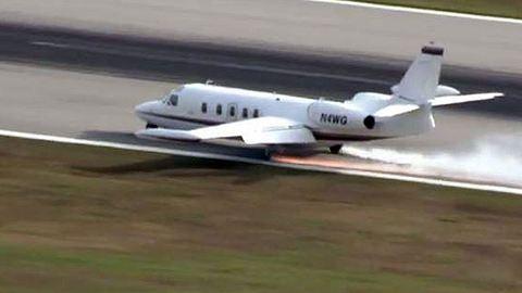 Drámai kényszerleszállás: egyik kereke nélkül landolt a gép