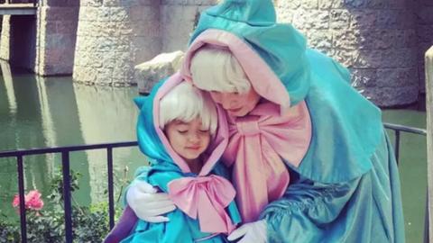 Saját készítésű Disney-jelmezei mentették meg a hajléktalan apát és családját