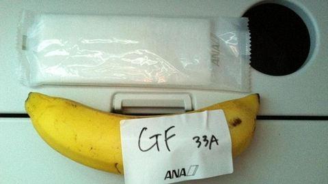 Kilenc órát ült repülőn, pontosan egy darab banánt kapott az útra