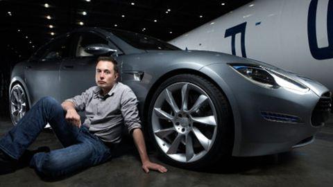 Elon Musk szerint már csak két év, és alvás közben is vezethetünk