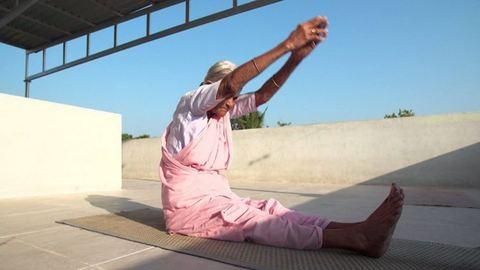 A 98 éves jógatanár jobb formában van, mint te