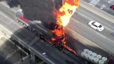Hatalmas robbanás az autópályán – videó