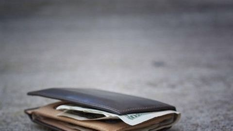 1,5 milliót rejtő pénztárcát lopott a 16 éves fiú