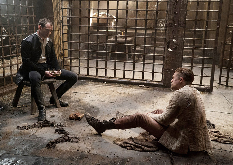 Jude Law és Charlie Hunnam