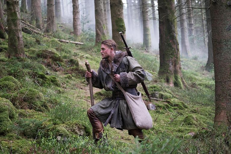 Charlie Hunnam az Arthur király - A kard legendája c. filmben