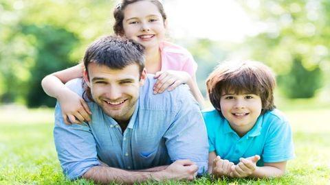Éljenek az apukák, nagypapák! De mikor is lesz apák napja 2017-ben?