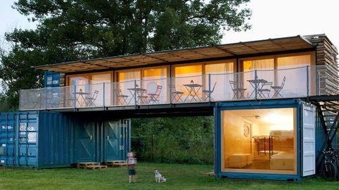 Konténerekből épült a menő, minimalista hotel