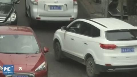 2 autó is áthajtott a kislányon, aki csodával határos módon túlélte mindkettőt