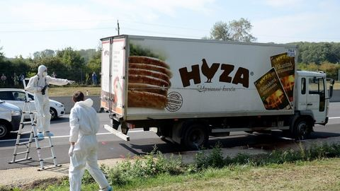 Vádat emeltek a hűtőkocsiban megfulladt 71 ember ügyében