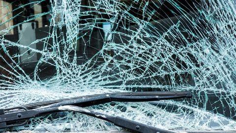 Gyerekei próbálták kimenteni az összetört autóból az anyát