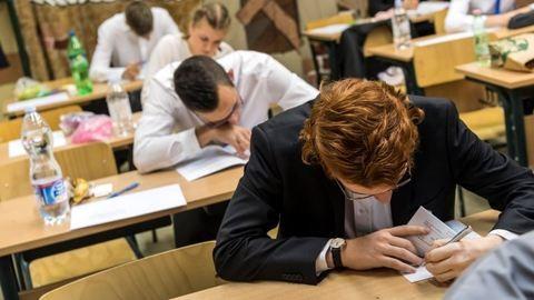 Érettségi 2017: a matematika írásbelivel folytatódnak kedden a vizsgák
