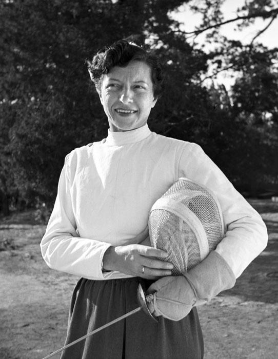 Elek Ilona a tatai edzőtáborban, 1952-ben (Fotó: MTI/Seidner Zoltán)