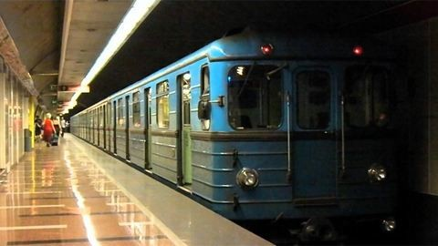 Füstölt a 3-as metró a Nyugatinál