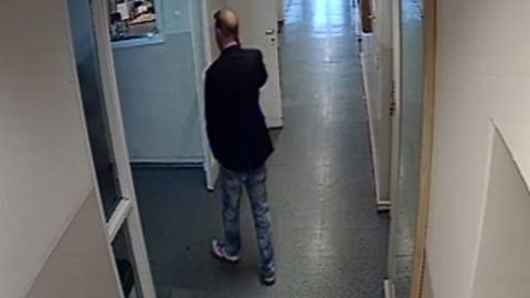 Kopasz férfi lopott a József Attila Színházból