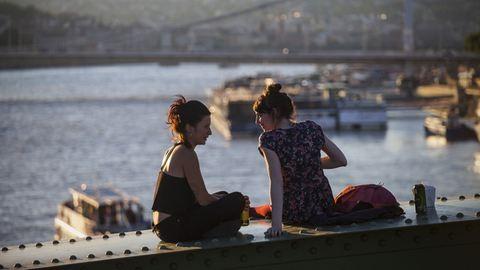 A nyári hétvégéken újra lehet hippiskedni a Szabadság hídon