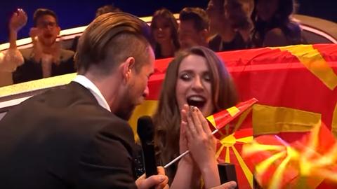 Eurovízió 2017: élő adásban kérte meg szerelme az énekesnő kezét - videó