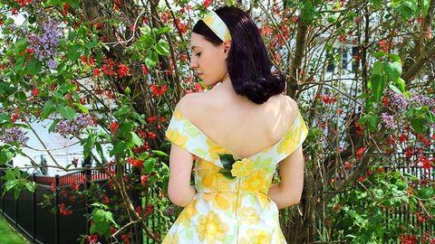 Csodaszép ruhát csinált a nagyi tapétájából