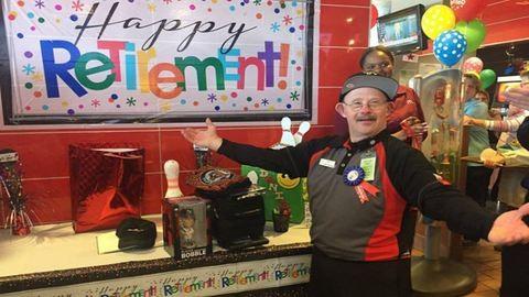 Meglepetésbulival ünnepelte a McDonald's a Down-szindrómás dolgozót