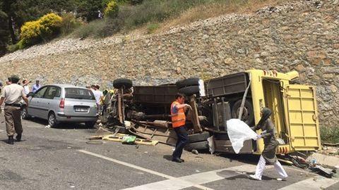 Buszbaleset Törökországban, sok halott