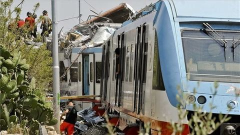 Száz utassal rohant épületnek egy Intercity-vonat Szalonikinél