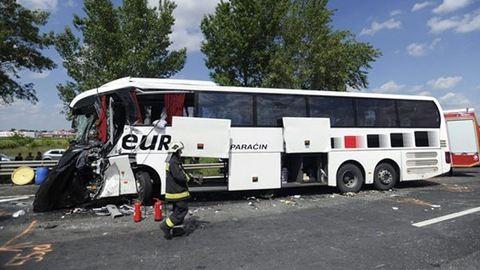 Turistabusz halálos balesete az M0-son, rengeteg sérült
