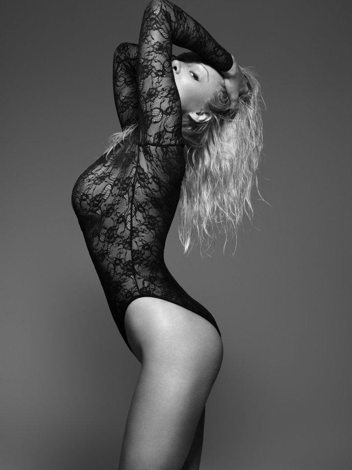 A 49 éves Pamela Anderson újra pucérkodott egy keveset