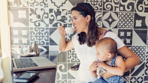 Kőkemény munka reggeltől estig – ilyen az anyaság a világ különböző szegleteiben