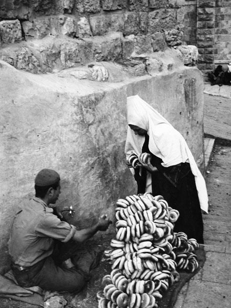 Bagel árus a betlehemi piacon, az 50-es években (Fotó: Getty Images)