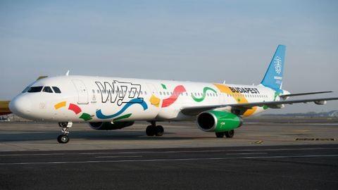 Csöndben eltüntették az olimpiai festést a Wizz Air gépéről