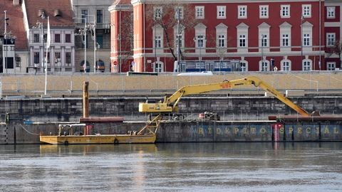 Világháborús bombát találtak a Batthyány téren