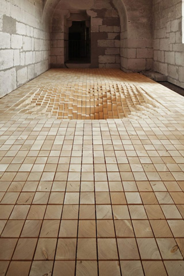 Elképesztő optikai illúzió: végtelen szakadék a padlóban