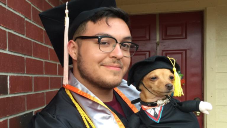 A világ legképzettebb kutyája cukiságból diplomázott