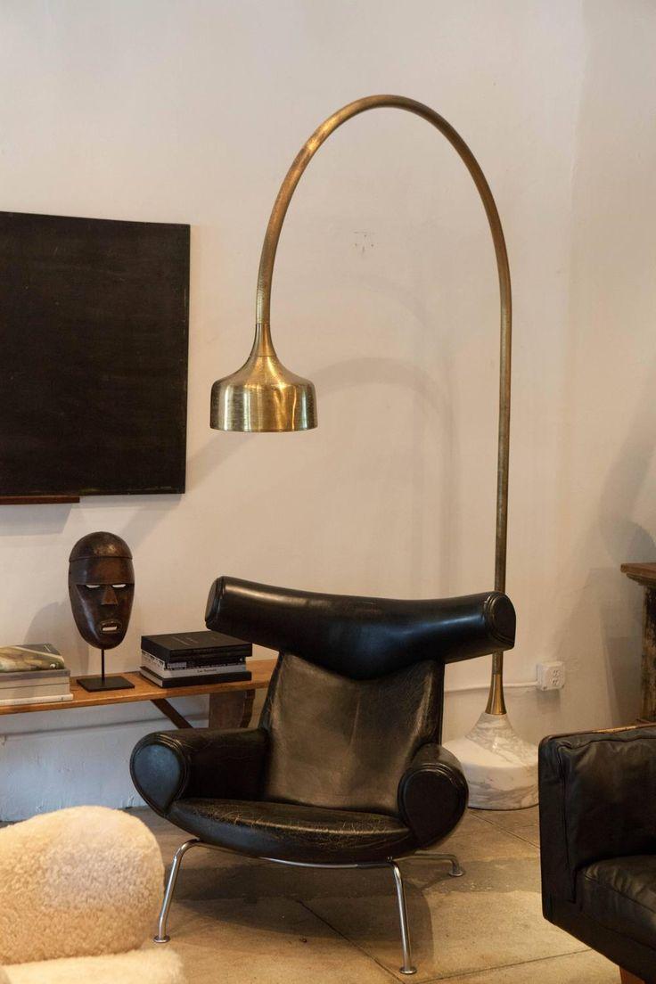 Gömbölyű formák és műbőr bútorok. Igaz, kevésbé természetes anyag, de vitathatatlan, hogy jól mutat