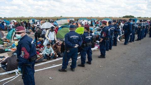 Tíz röszkei határrendészt vettek őrizetbe vesztegetés miatt
