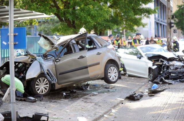 Ketten meghaltak, öten megsérültek a hétfői buszmegállós balesetben