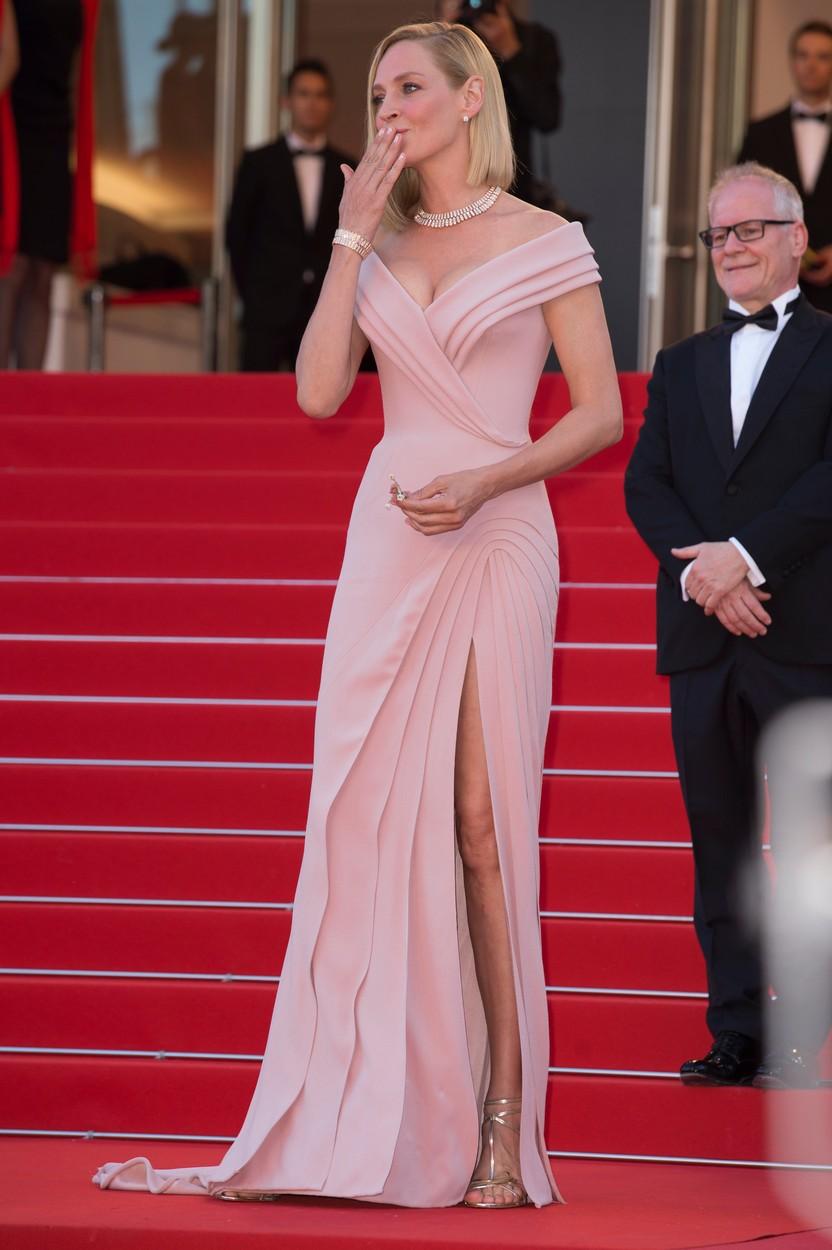 Cannes 2017: A 47 éves Uma Thurman szétalázta a pucérkodó ifjakat