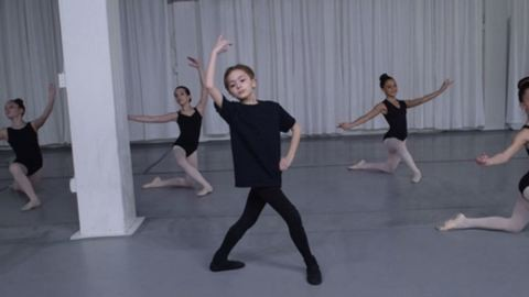 """""""Nem számít, mit gondolnak rólam mások"""" – napunk hőse a 11 éves balett-táncos fiú"""