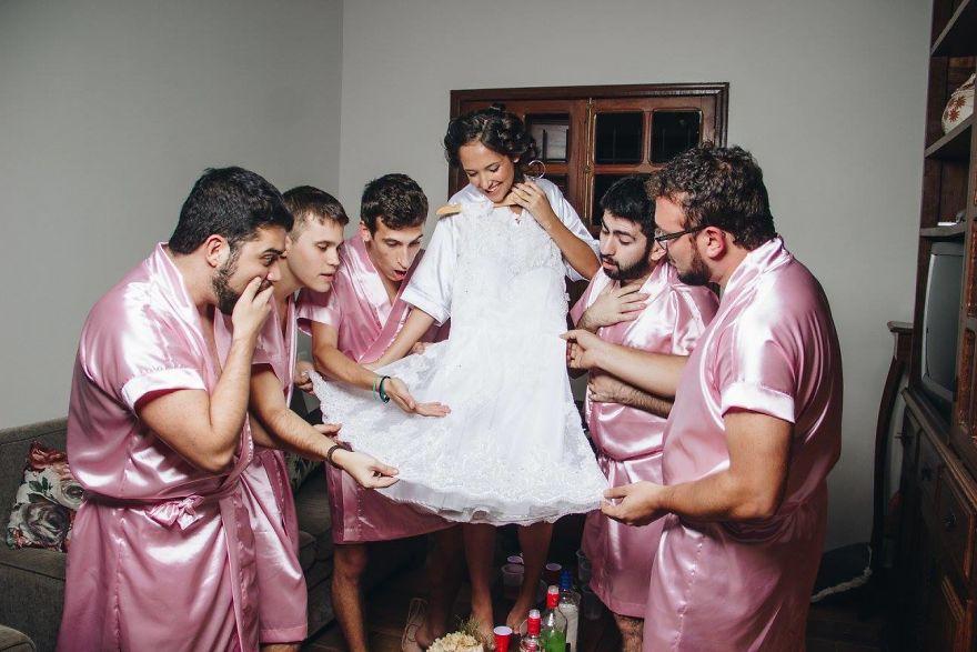 Pasik voltak a koszorúslányai az informatikus menyasszonynak