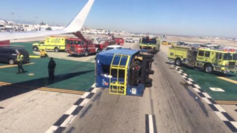Teherautóval ütközött az utasszállító repülőgép