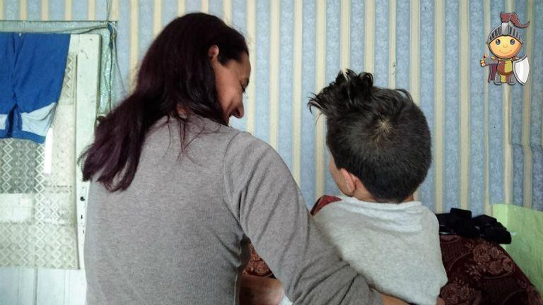 Adjkirály: beteg gyereket nevelő család került bajba
