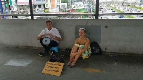 Thaiföldön már a turisták koldulnak
