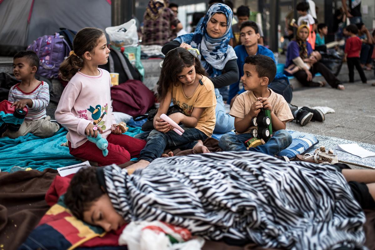 Tizenéves gyerekeket is őrizetbe vesznek a magyar hatóságok