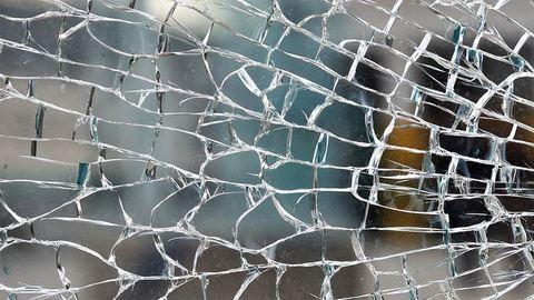 Kővel dobálták meg a magyar diákokat Calais-nál