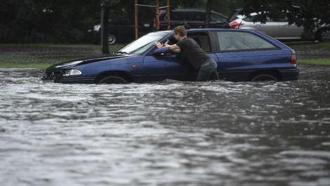 Időjárás: több megyében ma sem ússzák meg a vihart és a felhőszakadást