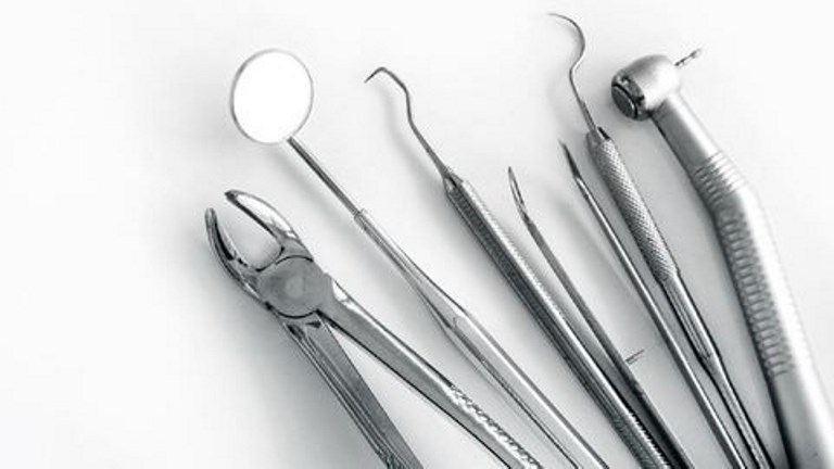 Durván átverte a külföldi párocska a hévízi fogorvost